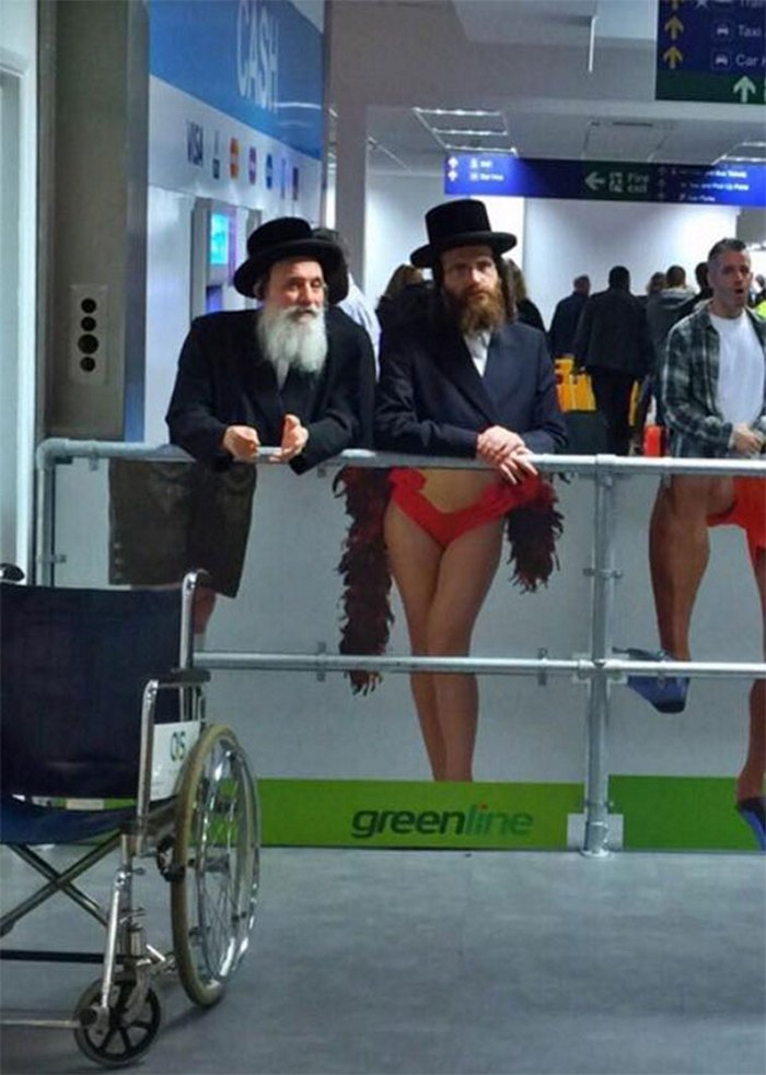 funny airport pictures