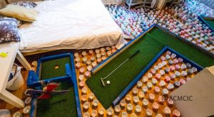 Bro pranks his roommate by turning her room into miniature golf course