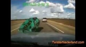 RUSSIAN-DRIVING-CAMERAS-Quite-possibly-THE-BEST-VIDEO-OF-2012